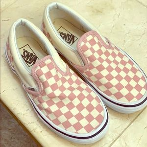 Kids pink checkered slip on vans